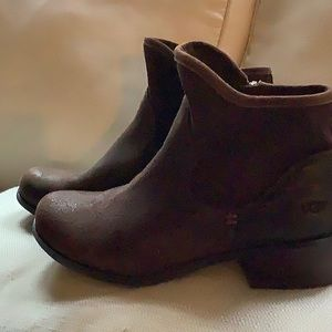 UGG BOOTIE -  brown leather,  cute! Size 6